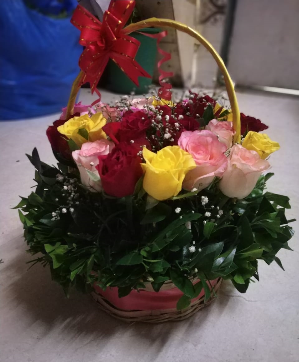 mix-roses-in-basket-feel-happy-hours.png