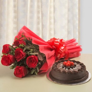 Chocolate Cake With 6 Red Roses